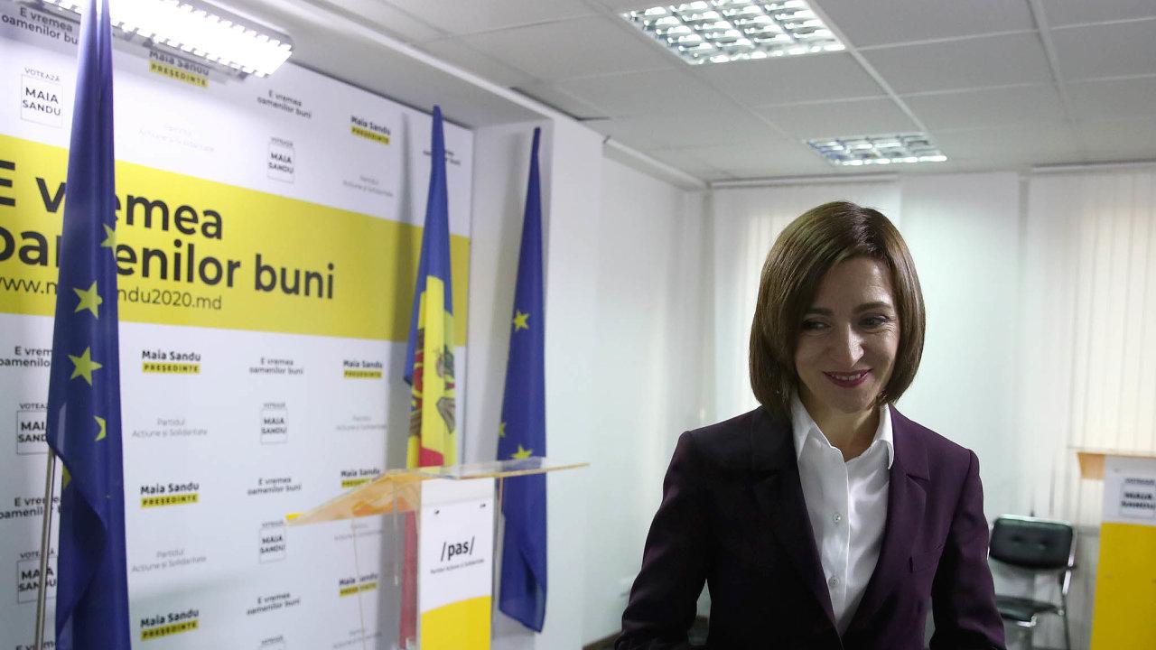 Nová moldavská prezidentka Maia Sanduová má vboji se socialisty nelehký úkol.