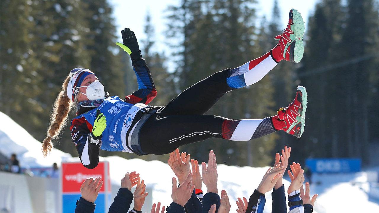 Biatlonistka Markéta Davidová je mistryní světa vevytrvalostním závodě.