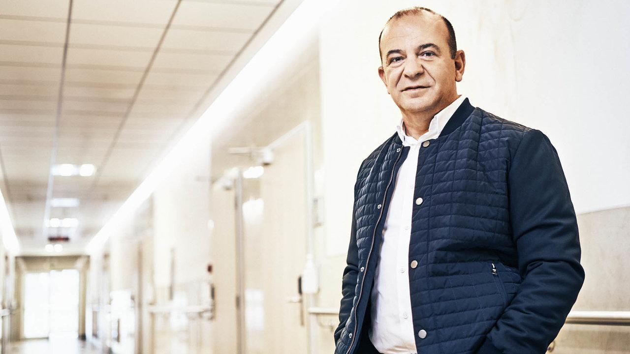 Ke zdravotnictví se Sotirios Zavalianis dostal náhodou. Podíl v diagnostickém zařízení Multiscan získal výměnou za nesplacenou půjčku.