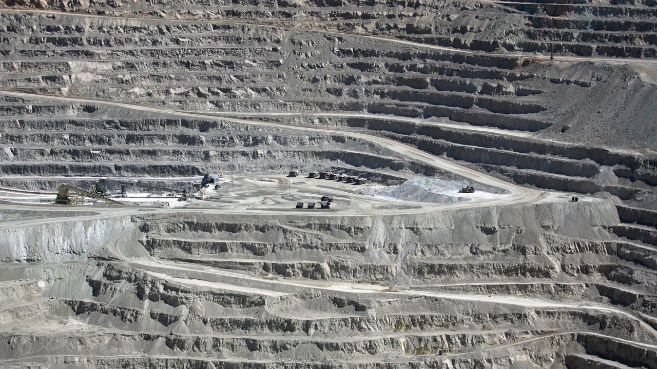 Největší světový měděný důl Escondida leží v Chile.