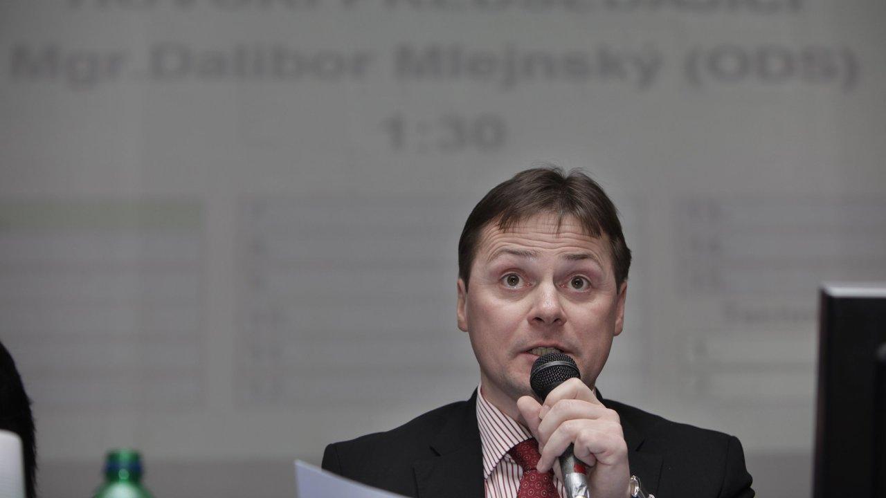 Dalibor Mlejnský na fotografii z roku 2011, kdy byl ještě jako člen ODS ve funkci starosty městské části Praha 11.