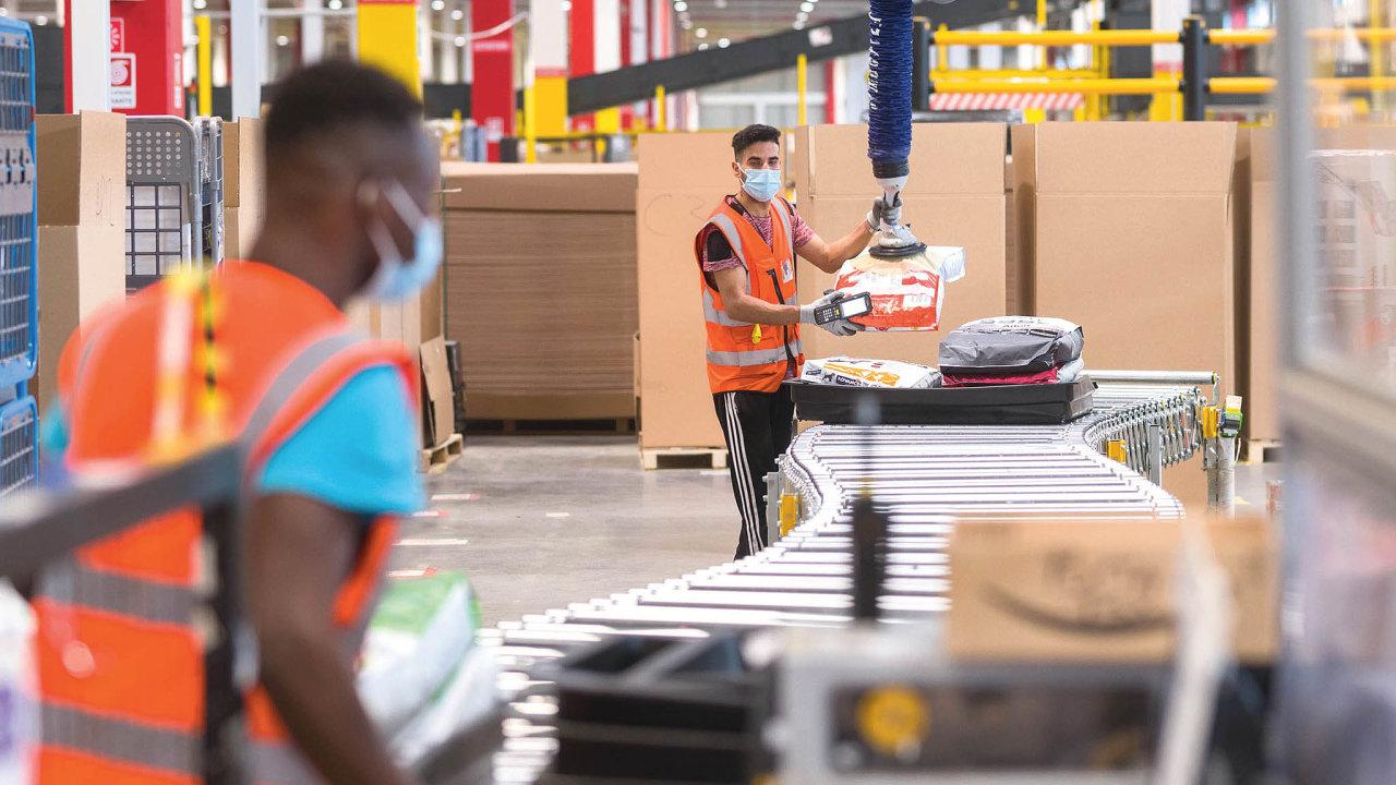 """Letos vkvětnu Amazon otevřel veVercelli naseveru Itálie svoji evropskou inovační laboratoř. Vyvíjí atestuje zde nové technologie, které postupně uvádí dopraxe v""""ostrých"""" provozech."""