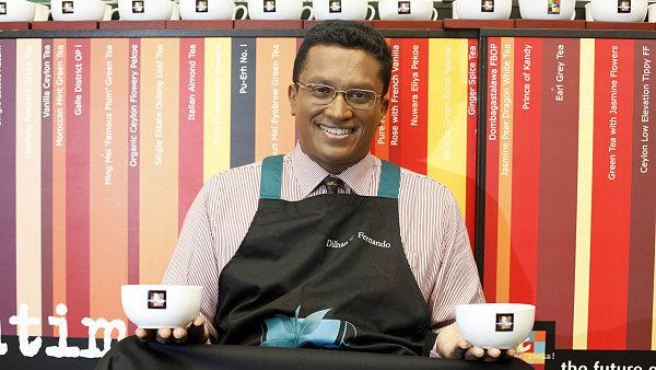 Dilhan Fernando je spolu s bratrem Malikem druhou generací v čele rodinné  firmy Dilmah. V Praze učil, jak degustovat čaj.
