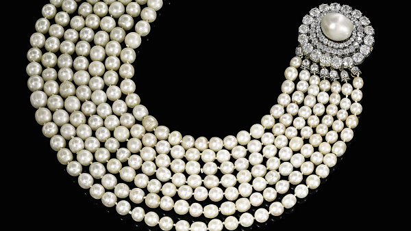 Za perlový náhrdelník zmajetku Františka Oldřicha, 11. knížete Kinského, zaplatil nový majitel vaukci vŽenevě ekvivalent 24 milionů korun.