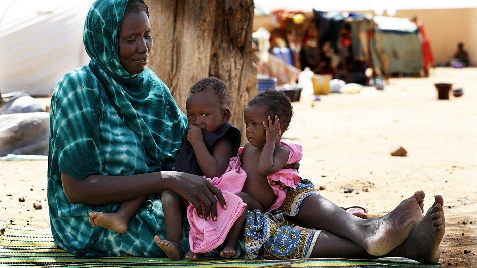 Rodina v provizorním uprchlickém táboře v Sevare, asi 600 kilometrů severovýchodně od metropole Bamaka