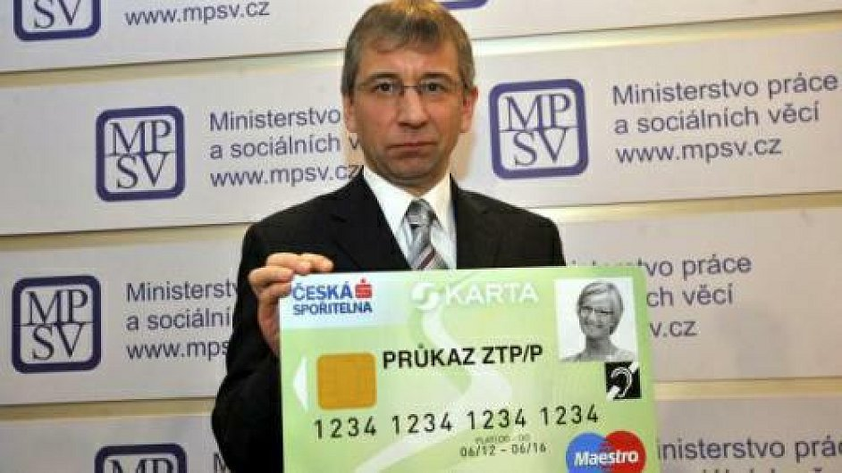 Exministr Drábek s ukázkou sKarty
