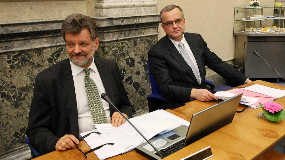 Ministr vnitra Kubice a ministr financí Kalousek na jednání vlády
