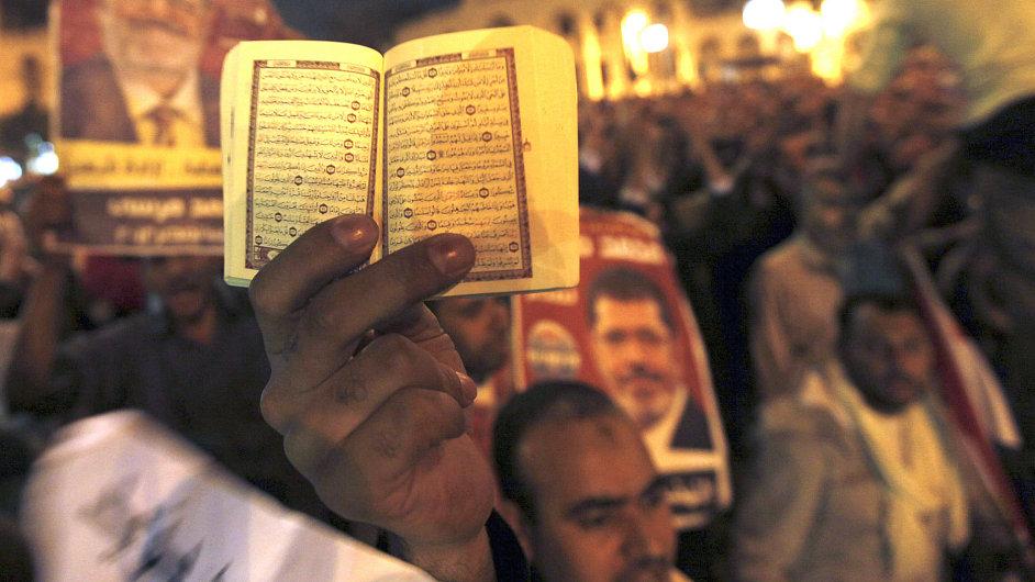 Noční střety islamistů s opozicí, listopad 2012