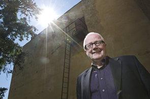 V Česku nastává zlatý věk pro dárcovství, míní uznávaný odborník na filantropii Tony Myers