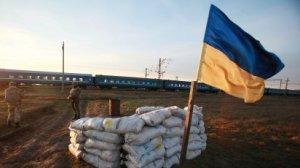 Ukrajinsk� vlajka na checkpointu nedaleko hranic s Krymem