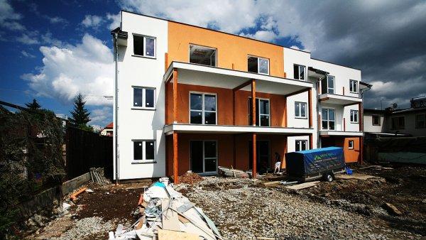 Výstavba domu s osmi bytovými jednotkami