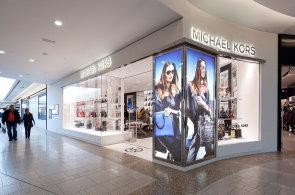 Luxusní značky spojují síly: Další velká fúze, Michael Kors koupil konkureční společnost Jimmy Choo