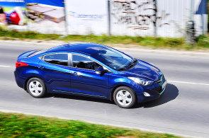 Nejlevnějším autem, které sviští 200 km/h a víc, je Hyundai Elantra. Mezi TOP 10 se vešla i Octavia