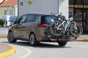 Nosič kol FlexFix u Opelu Zafira Tourer šetří palivo, svaly i čas. Mrzí vyšší cena