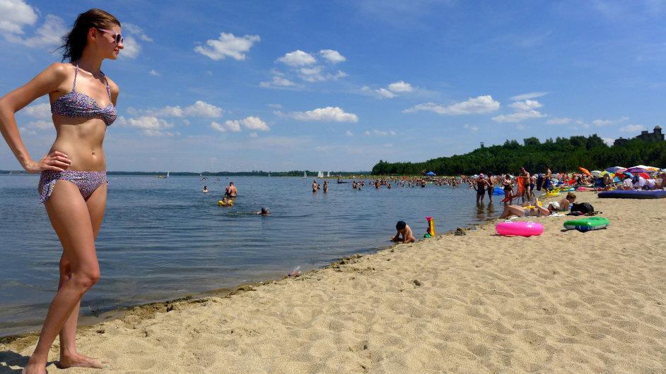 Berzdorfer See láká i na písečné pláže.