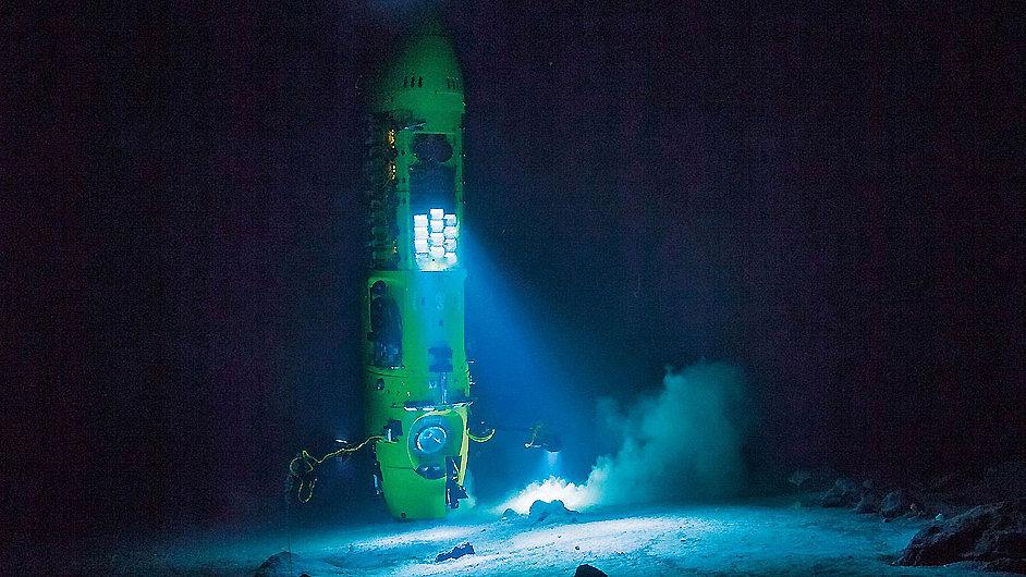 Film dostal název po Cameronově ponorce Deepsea Challenger.