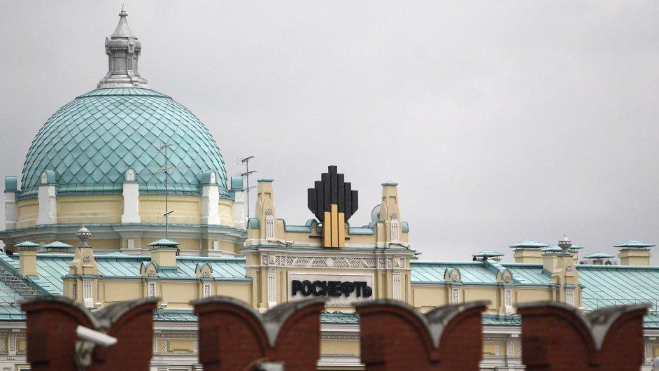 Sídlo Rosněfti je vidět za kremelskou zdí