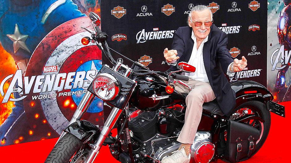 Autor komiksů Stan Lee na premiéře Avengers. Leeovi je nyní 91 let.
