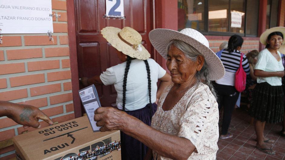 Žena volí v Bolívii nového prezidenta.
