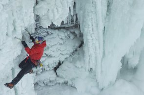 Kanadský horolezec jako první zdolal zamrzlé Niagarské vodopády