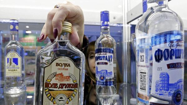Dovoz alkoholu do Ruska prudce klesl. Da�� se dom�c� produkci i pa�er�k�m