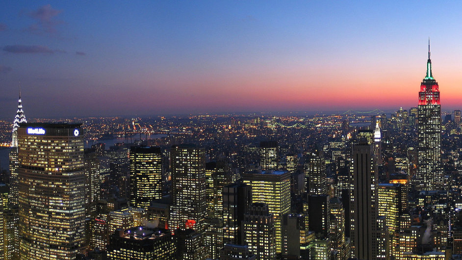 New York skyline, looking south at dusk