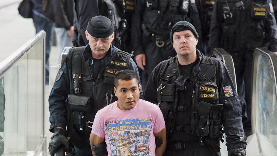 Z policejní kontroly cestujících na pražském hlavním nádraží