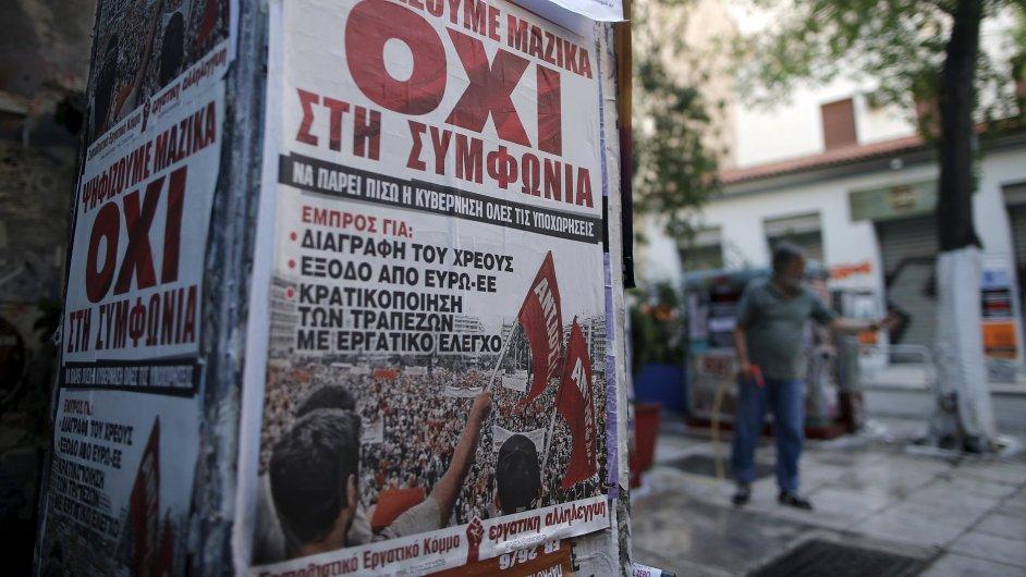 """Plakát s nápisem """"Ne"""" v centru Atén se snaží Řeky přesvědčit, aby v nedělním referendu odmítli požadavky mezinárodních věřitelů."""