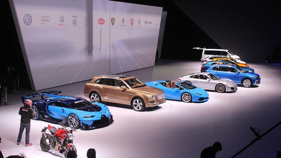 Auto_Report_Volkswagen_bombasticky_zahajil_autosalon._Byli_jsme_u_toho