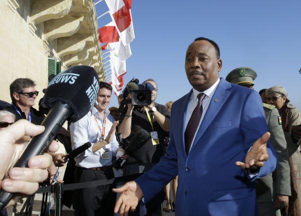 Nigerijský prezident Mahamadou Issoufou na summitu ve Vallettě.