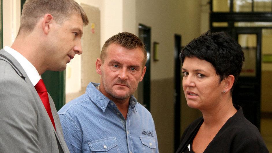 Projednávání žaloby Romky Lenky Balogové na realitní makléřku Elišku Noskovou. (Na snímku vlevo Petr Mach a vpravo Eliška Nosková).