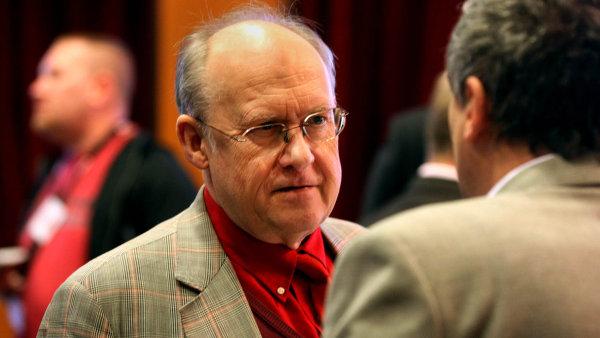 """""""Jde o zcela reálnou hrozbu, ohromný ekonomický vliv USA ve světě nelze ignorovat,"""" komentoval sankce pro HN šéf Česko-slovensko-íránské obchodní komory Jan Kavan."""