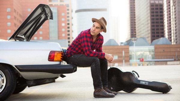 Na Radinově nové desce účinkují kytarista Greg Leisz nebo bubeník Matt Chamberlain.