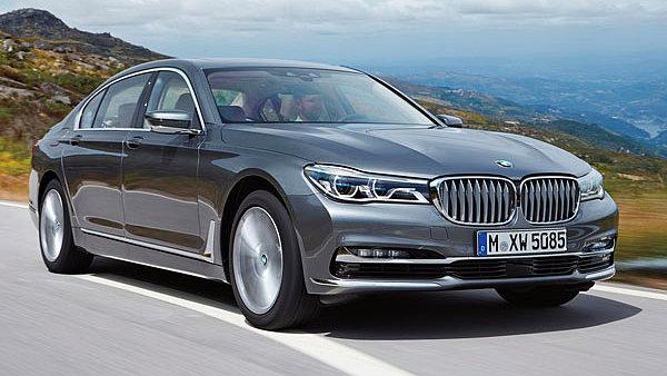 Design nov�ho BMW 7 je sp�e evoluc� p�vodn�ch tvar�. Hlavn� roli hraj� velk� sv�tlomety.