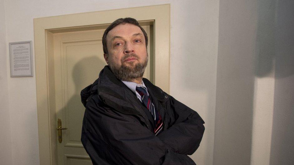 Nikdy jsem neměl sklony k radikalismu, řekl u soudu muž obžalovaný z šíření islámské knihy (IHNED.cz)