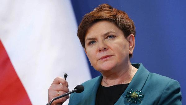 Polská strana Právo a spravedlnost, jejíž členkou je i premiérka Beata Szydlová, chce převzít regionální média.