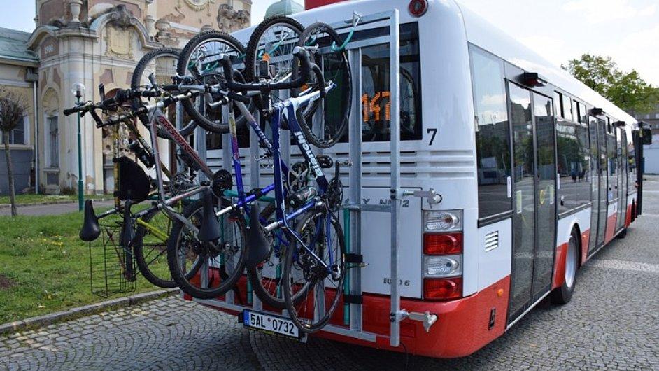 Mezi zastávkami Dejvická a Suchdol budou od poloviny května jezdit cyklobusy.
