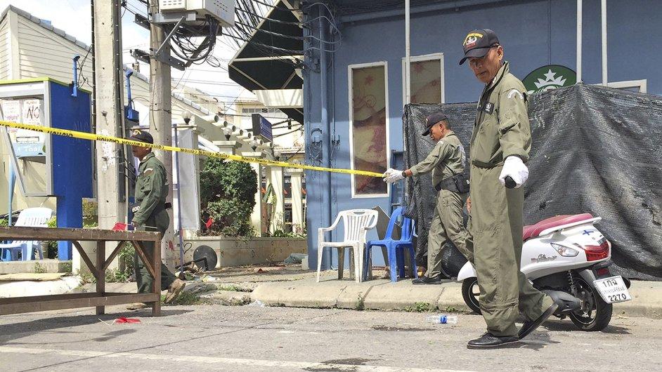 Thajská policie zatkla muže v souvislosti s koordinovanými útoky.