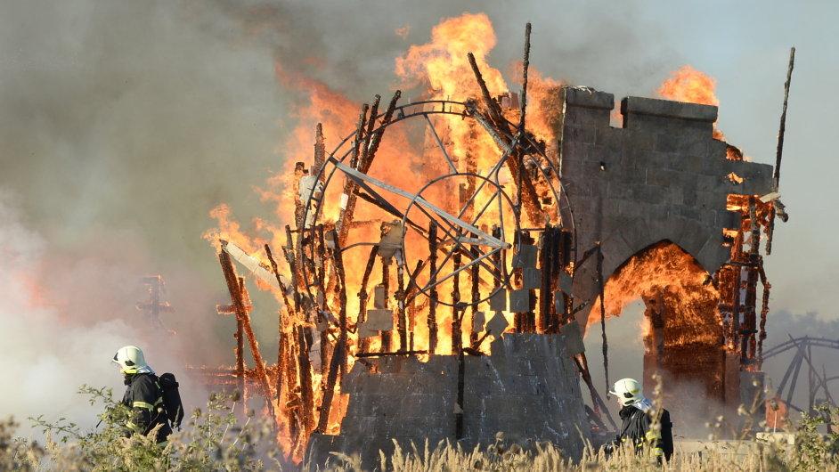 Požár filmových kulis v ateliérech na pražském Barrandově.