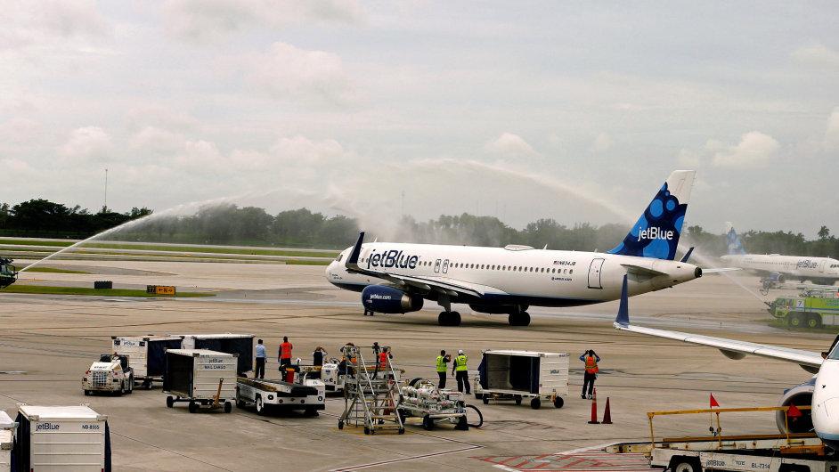Letadlo společnosti JetBlue odlétá z letiště ve Spojených státech na svou první cestu do Kuby.