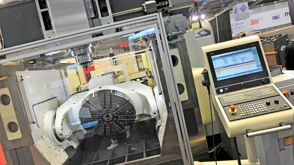Multifunkční obráběcí centrum MCG 1000 5XT typu horní gantry v pětiosém provedení.