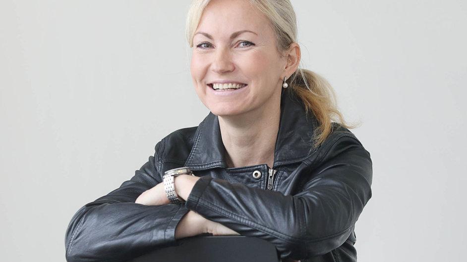 Andrea Lauren, šéfka společnosti Roklen, těží zesvé zkušenosti zVelké Británie, kde je nákup cenných papírů běžný způsob investování.