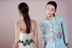 Vzkříšená haute couture: Budoucnost vysoké krejčoviny šijí návrháři z Izraele i Vietnamu