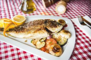Zápisky protivného hosta: Chorvatská restaurace v Praze hledá nové prostory. A na Vltavě kotví zmrzlinárna