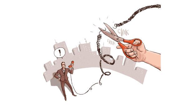 """Operátoři regulují """"neomezené"""" volání. Prý kvůli bezpečnosti. Je to neférové, říká právník."""