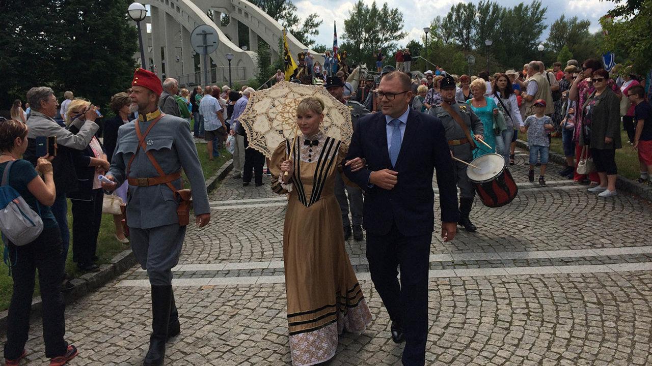 Lázně Darkov uspořádaly upříležitosti oslav 150. výročí historicky laděné odpoledne vdobových kostýmech i shudbou.