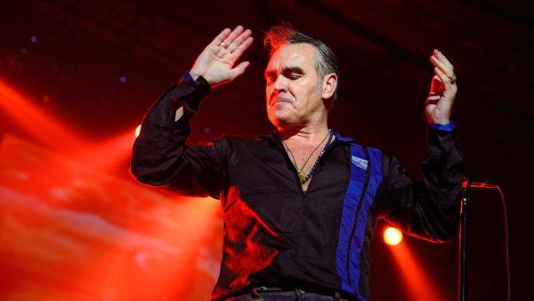 Morrissey je na snímku z koncertu ve španělské Barceloně na podzim 2014.