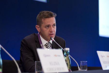Miroslav Barnáš, ředitel české a slovenské pobočky JLL, je znalcem v oboru realit, což dokazuje, že je členem asociace RICS.