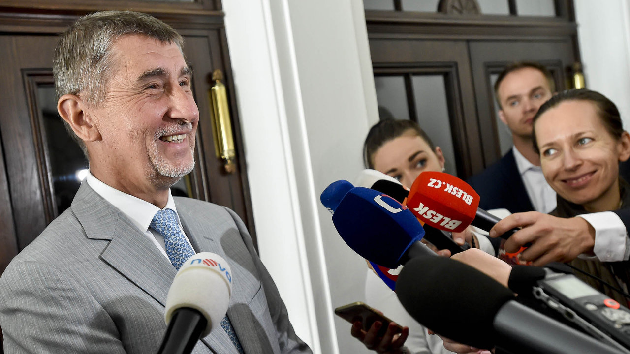"""Optimista Babiš. """"Myslím, že vpátek bude hotovo,"""" řekl šéf hnutí ANO popondělním jednání osestavení vládní koalice spředsedou ČSSD Janem Hamáčkem."""