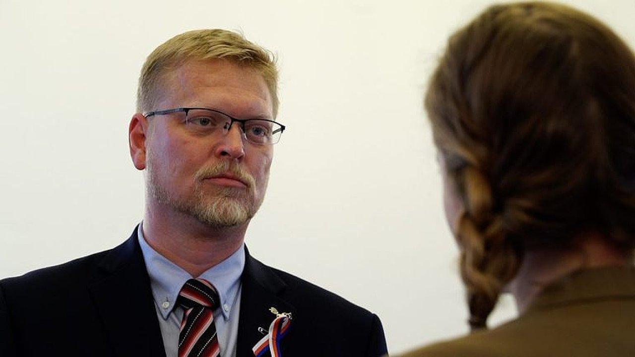 Bělobrádek: Vláda s komunisty je absolutní zlo, velkoryse jsem nabídl variantu bez předsedů stran